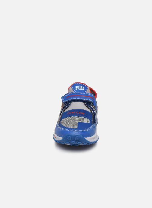 Sneakers Geox J Shuttle Boy J8494A Azzurro modello indossato