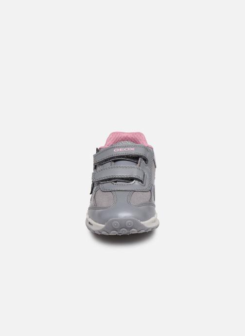 Baskets Geox J Shuttle Girl J8406A Gris vue portées chaussures