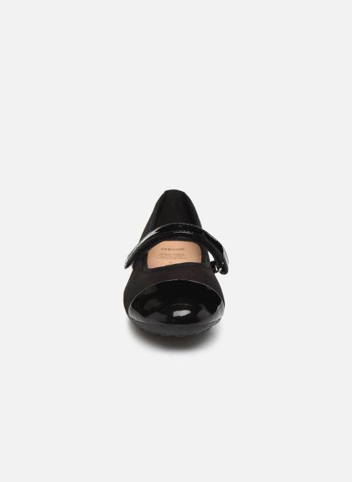 Ballerines Geox JR Piuma Ballerine J84B0B Noir vue portées chaussures