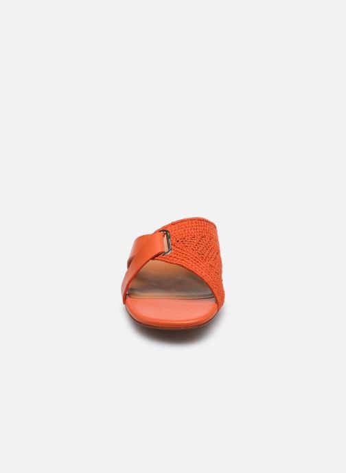 Zoccoli Clergerie IOTA Arancione modello indossato