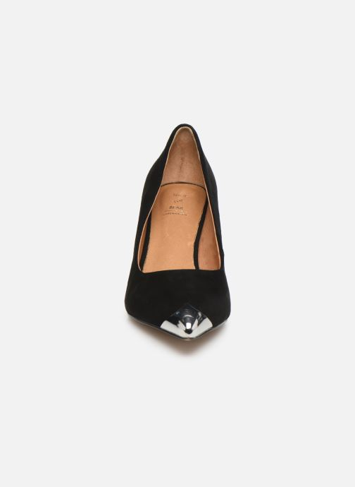 Décolleté Shoe the bear CORA METAL TOE S Nero modello indossato