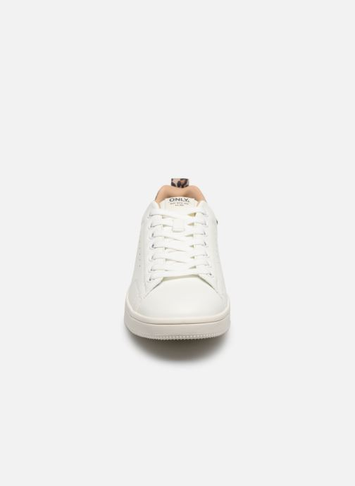 Baskets ONLY ONLSHILO ANIMAL PU SNEAKER Blanc vue portées chaussures