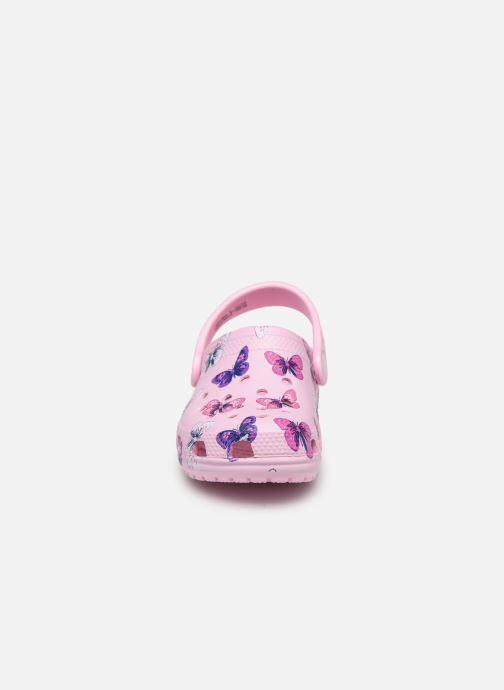 Sandales et nu-pieds Crocs Classic Butterfly Clog PS Rose vue portées chaussures