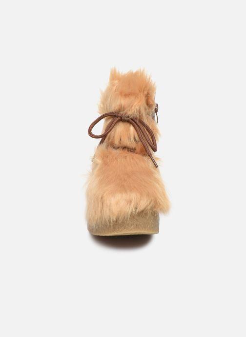 Bottines et boots Vanessa Wu BK1658 Beige vue portées chaussures