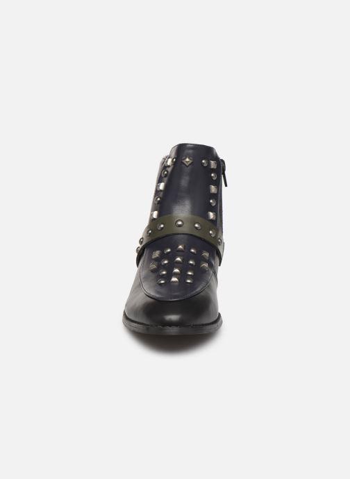 Stivaletti e tronchetti Vanessa Wu BT1869 Nero modello indossato