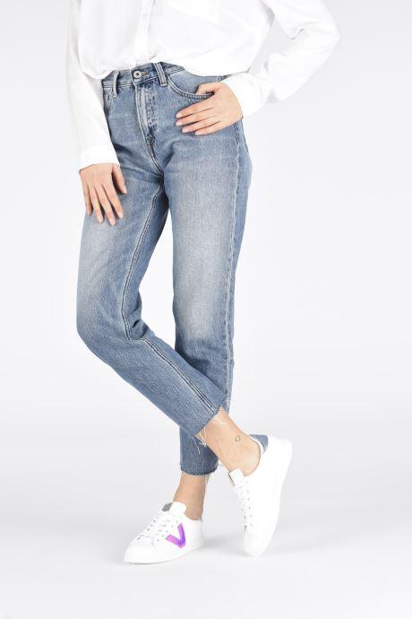 Sneaker Victoria TENIS DETALLE VINILO weiß ansicht von unten / tasche getragen