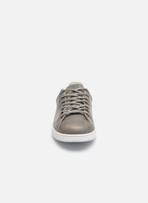 Baskets Victoria TENIS PU Gris vue portées chaussures