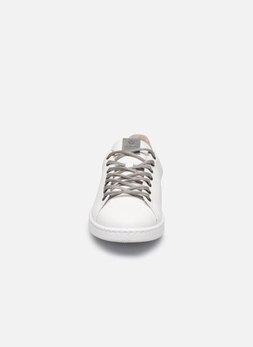Sneakers Victoria TENIS PU Bianco modello indossato