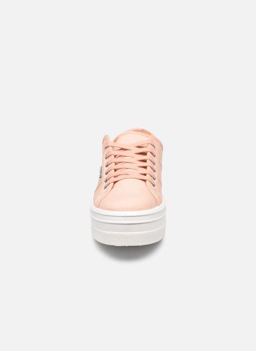 Sneakers Victoria BARCELONA LONA Beige modello indossato