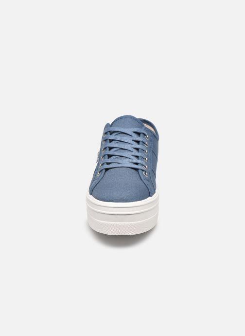 Sneakers Victoria BARCELONA LONA Azzurro modello indossato