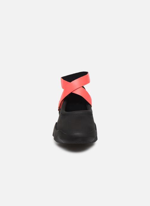 Baskets Camper Dub K200580 Noir vue portées chaussures