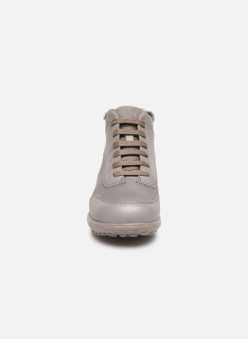 Sneakers Camper Pelotas Step K400220 Grigio modello indossato