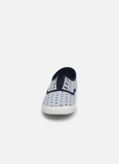 Sneakers Cienta Eléonore Grigio modello indossato