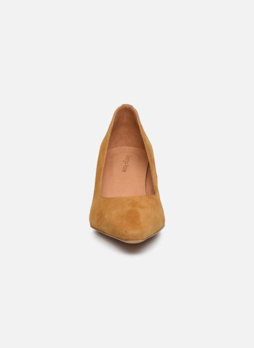 Zapatos de tacón Georgia Rose Tikito Amarillo vista del modelo