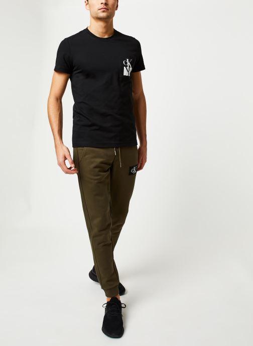 Vêtements Calvin Klein Jeans Monogram Patch Hwk Pant Vert vue bas / vue portée sac
