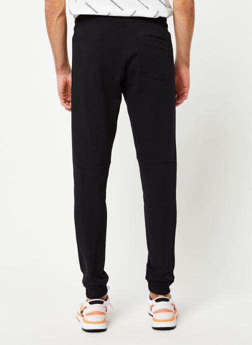 Vêtements Calvin Klein Jeans Monogram Patch Hwk Pant Noir vue portées chaussures