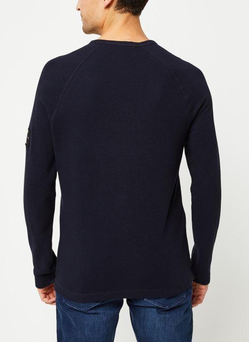 Vêtements Calvin Klein Jeans Waffle Monogram Sleeve Slim L/S Bleu vue portées chaussures