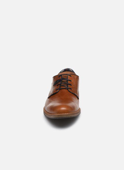 Chaussures à lacets Bullboxer 773K20462A2499SUSZ Marron vue portées chaussures