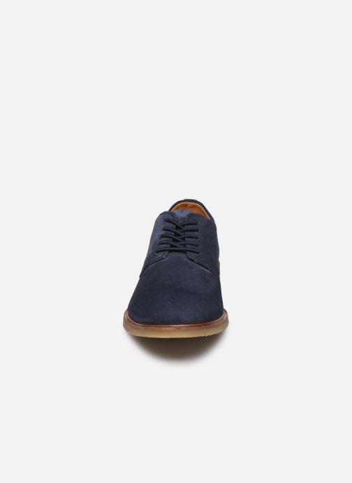 Scarpe con lacci Bullboxer 853K23837AC151SUSZ Azzurro modello indossato