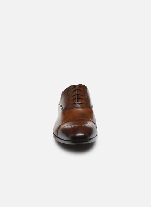 Zapatos con cordones Doucal's JIMMA Marrón vista del modelo