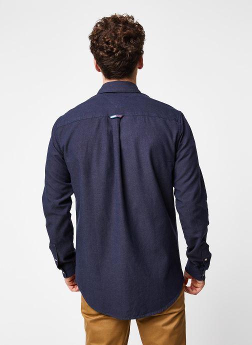 Vêtements Tommy Jeans TJM Two Tone Oxford Shirt Bleu vue portées chaussures
