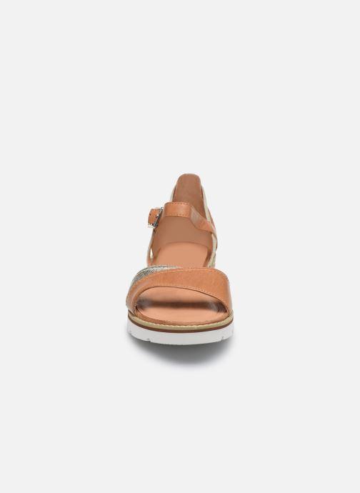 Sandales et nu-pieds Karston KILGUM Marron vue portées chaussures