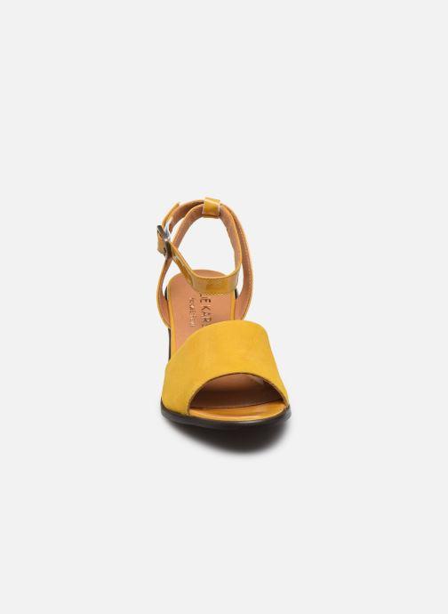 Sandali e scarpe aperte Karston LIBOU Giallo modello indossato