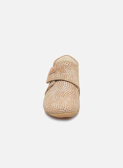 """Chaussons Living Kitzbühel Babyklett Velourleder """"Shine"""" Argent vue portées chaussures"""