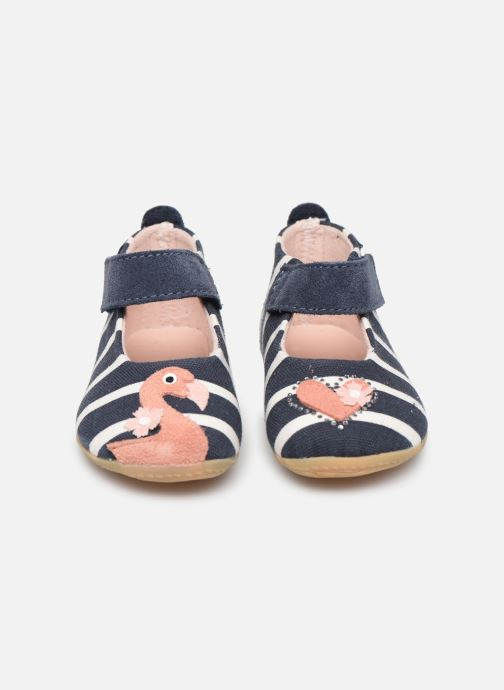Pantofole Living Kitzbühel Babybakk Flamingo & Herz im Streifendesign Azzurro modello indossato