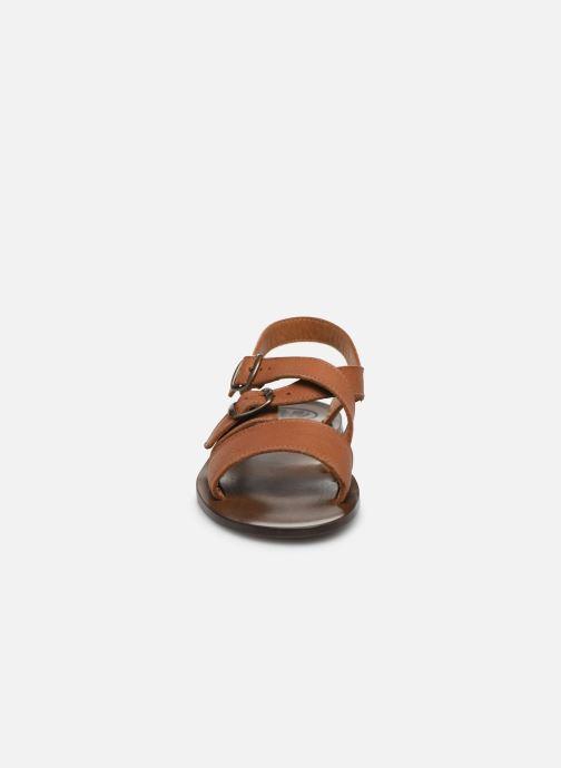 Sandali e scarpe aperte PèPè Sandales-Kava Brown Marrone modello indossato