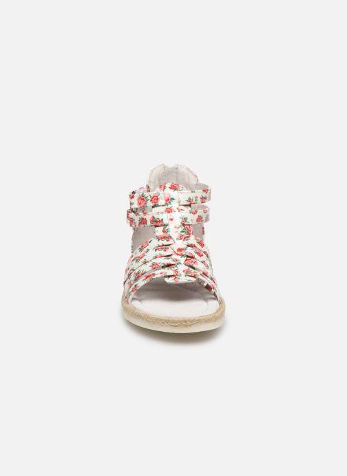 Sandales et nu-pieds NA! Adelina Blanc vue portées chaussures