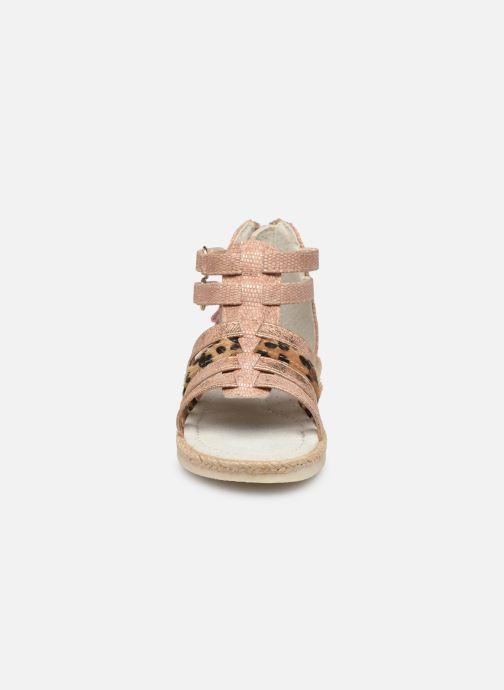Sandales et nu-pieds NA! Adelina Or et bronze vue portées chaussures