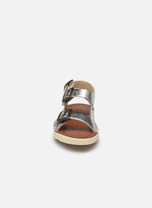 Sandalen Young Soles Spike silber schuhe getragen