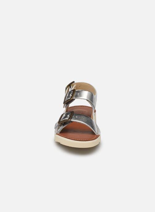 Sandali e scarpe aperte Young Soles Spike Argento modello indossato
