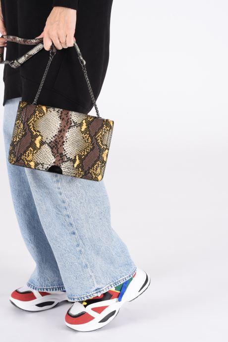 Handtaschen I Love Shoes BACRO grau ansicht von unten / tasche getragen