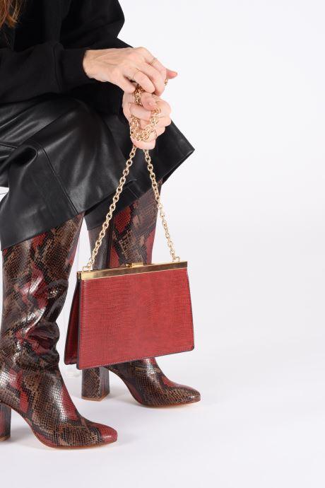 Handtaschen I Love Shoes BACHIC rot ansicht von unten / tasche getragen