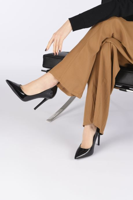 Zapatos de tacón Michael Michael Kors Keke Pump Negro vista de abajo