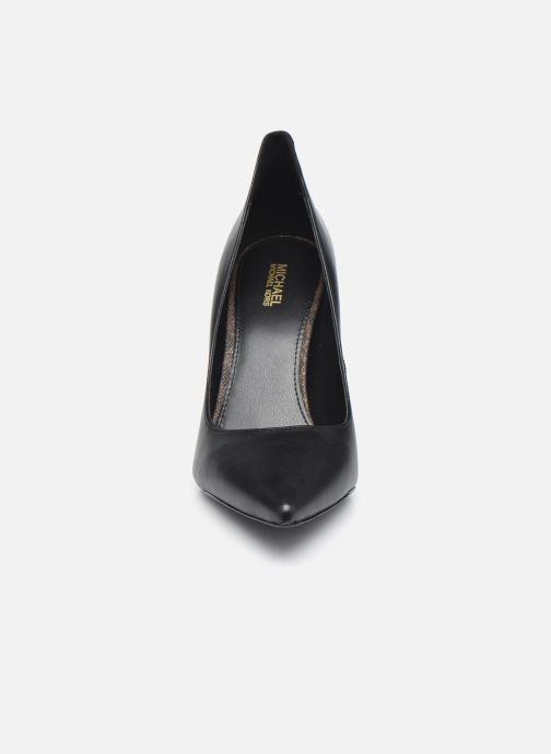 Zapatos de tacón Michael Michael Kors Keke Pump Negro vista del modelo