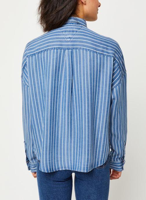 Vêtements Tommy Jeans TJW Cropped Boxy Stripe Shirt Bleu vue portées chaussures
