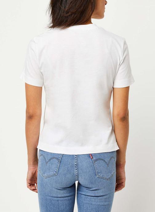 Vêtements Calvin Klein Jeans Shrunken Institutional Logo Tee Blanc vue portées chaussures