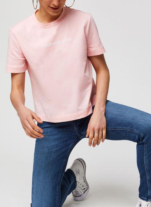 Vêtements Calvin Klein Jeans Shrunken Institutional Logo Tee Rose vue détail/paire