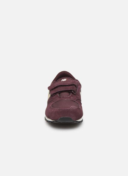 Baskets New Balance IV420 M Bordeaux vue portées chaussures