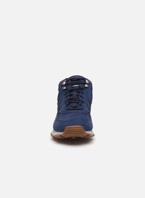 Baskets New Balance MH574 D Bleu vue portées chaussures