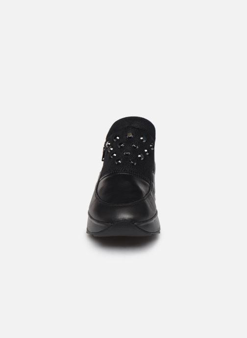 Sneakers Geox D Gendry A D745TA Nero modello indossato