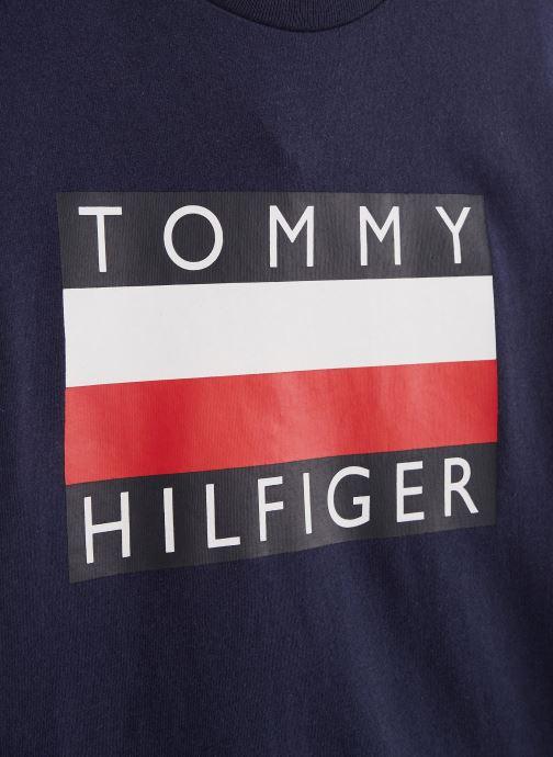 Vêtements Tommy Hilfiger T-shirt Essential Hilfiger Tee S/S KB0KB05547 Bleu vue portées chaussures