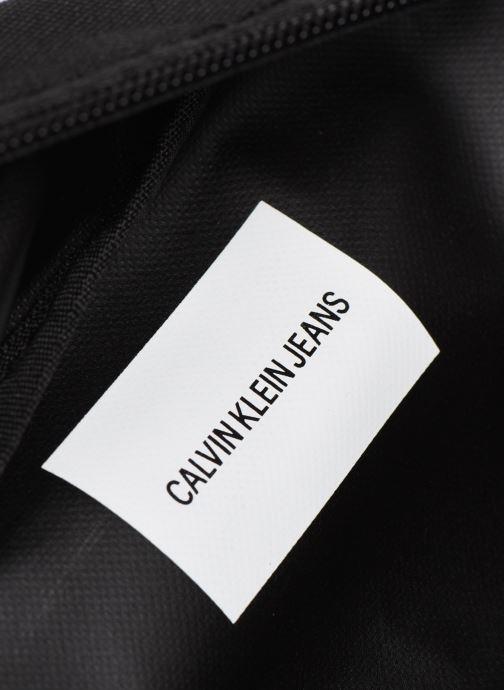Handtaschen Calvin Klein Sacs Kids Monogram Waist Pack schwarz ansicht von hinten