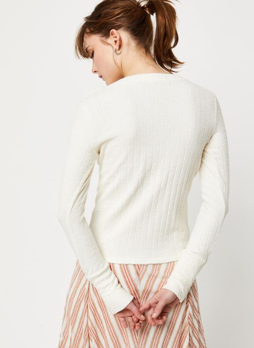 Vêtements Free People OLIVER HENLEY TEE Blanc vue portées chaussures