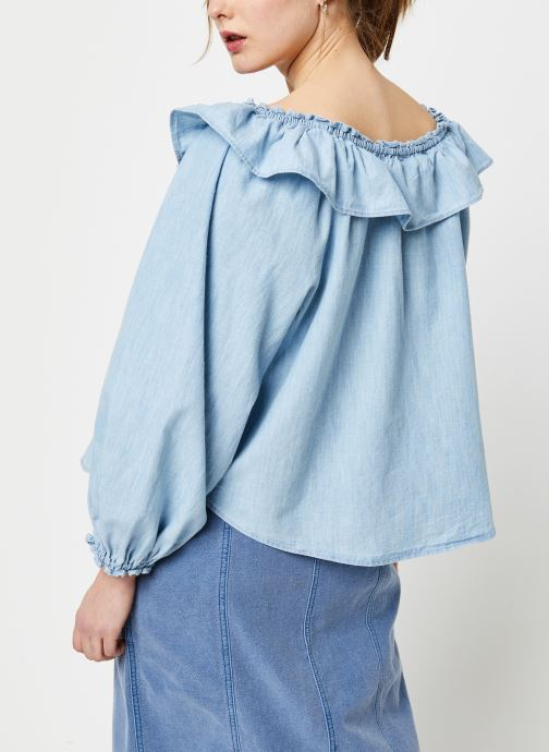 Vêtements Free People LILY OF THE VALLEY CHAMBRAY BLOUSE Bleu vue portées chaussures