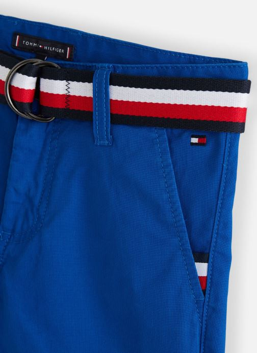 Vêtements Tommy Hilfiger Bermuda Essential Belted Chino Shorts Bleu vue portées chaussures