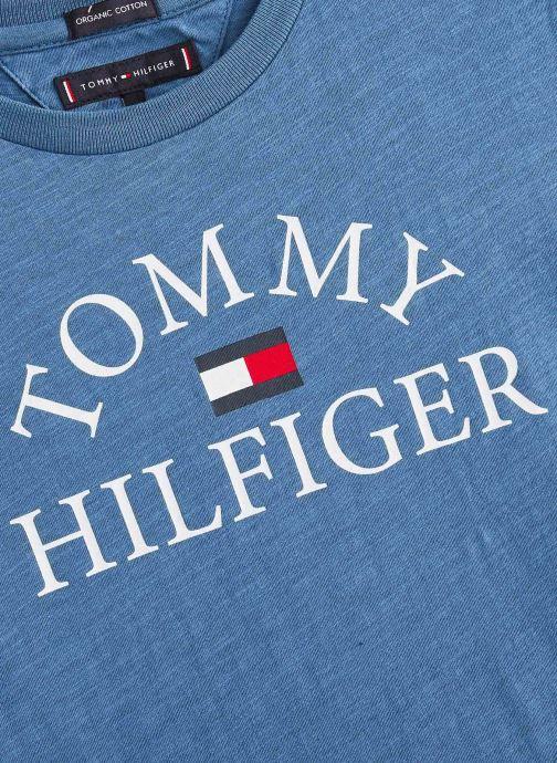 Vêtements Tommy Hilfiger T-shirt  Essential Logo Tee S/S Bleu vue portées chaussures